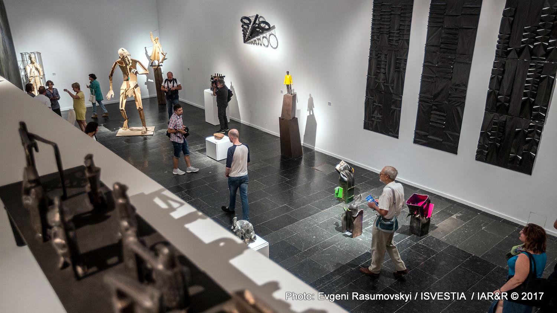 Интериор от изложбата на съвременна руска скулптура в Третяковската галерия
