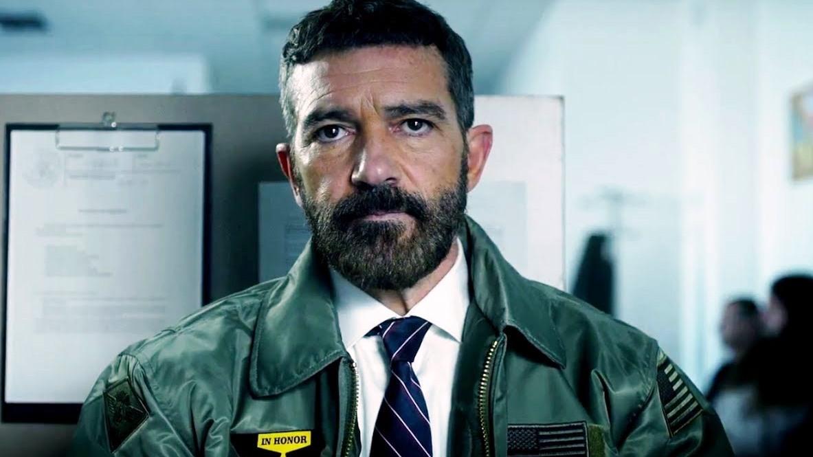 Ето как изглежда филмовият капитан от специалните войски в отставка, който си търси работа в цивилното общество – в ролята Антонио Бандерас.