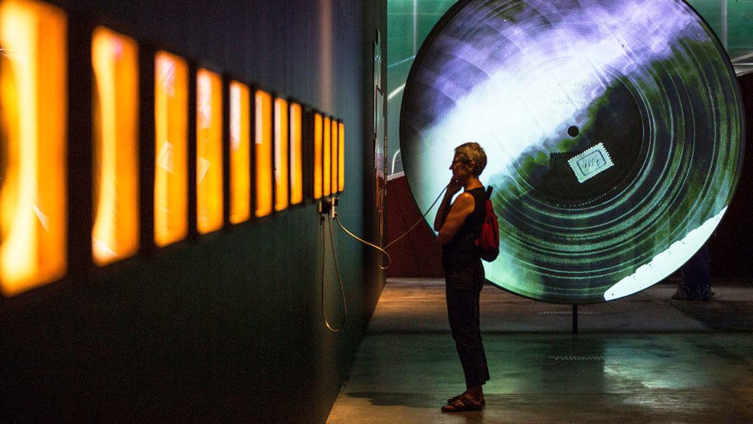 Интересното в тази изложба е, че експонатите може не само да се видят, но и да се чуе как звучат