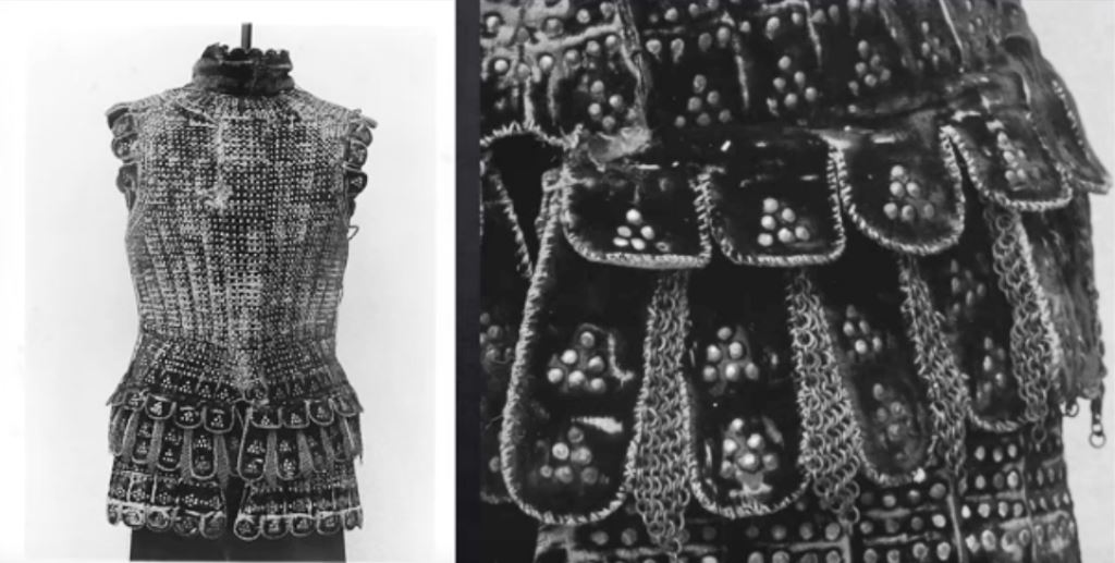 Ризница, украсена с платки от кадифе и бродерия с метални капси