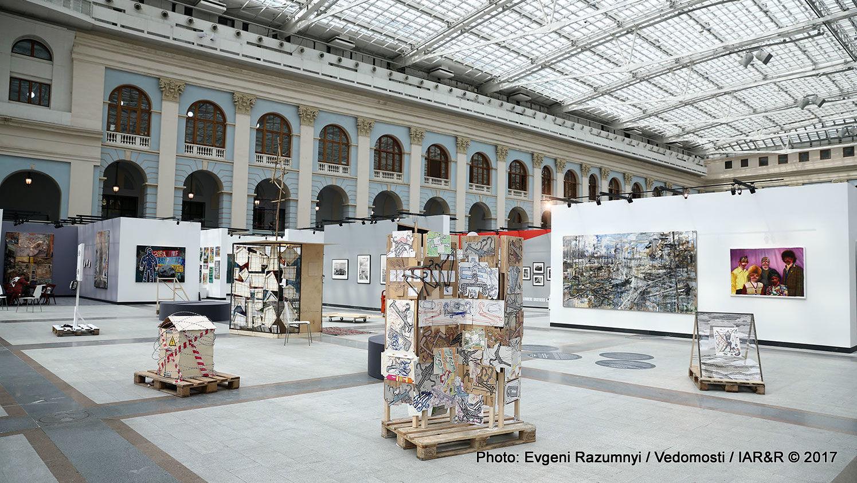 Търговската площ на артпанаира Cosmoscow е достатъчно внушителна –  както  по брой участници, така и като количество експонати