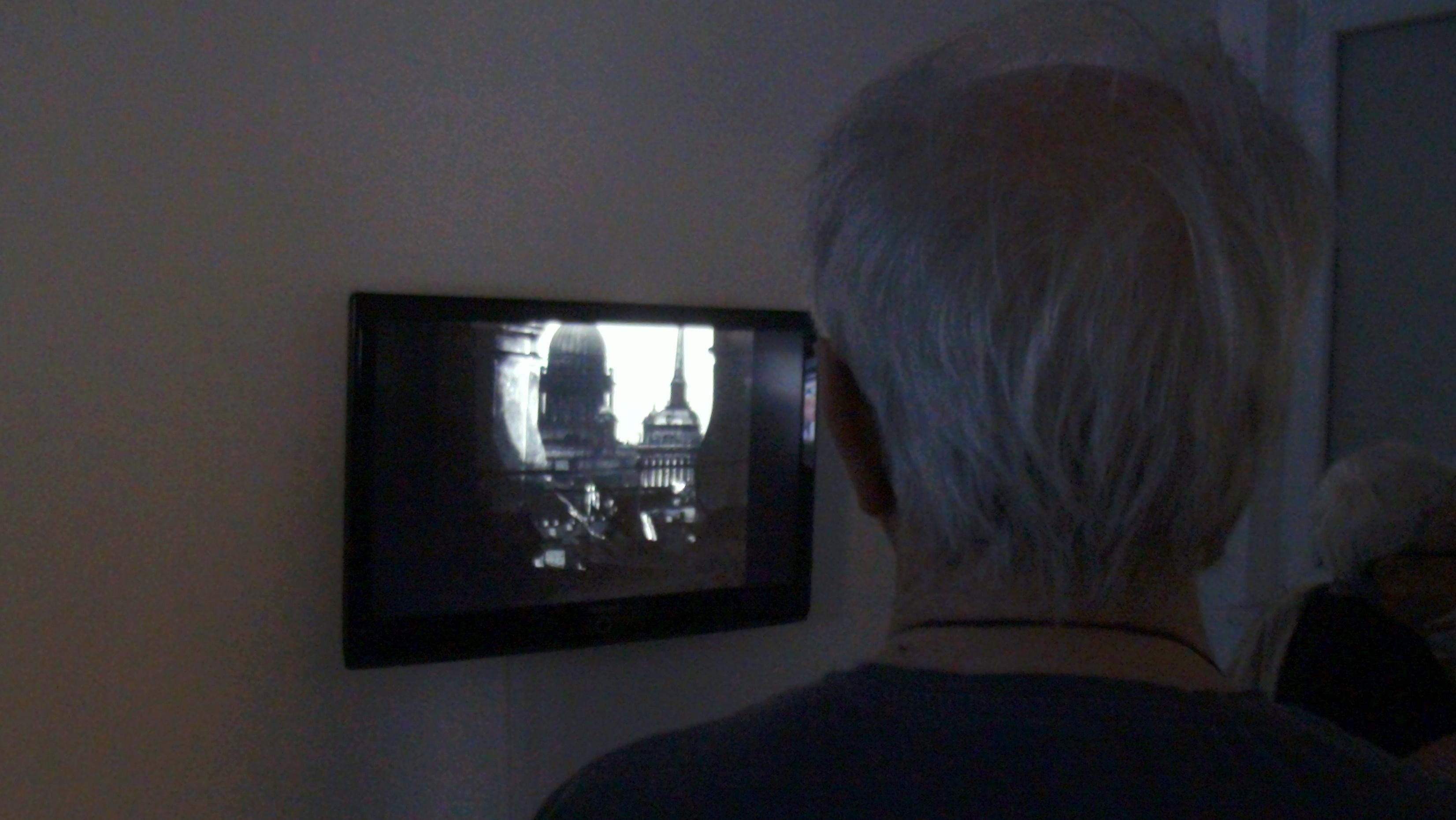 """Филмът на Айзенщайн """"Октомври"""" може да се каже, че бе блатът, ако си представивм, че такава изложба би могла да бъде метафоризирана като сладкарско изделие"""