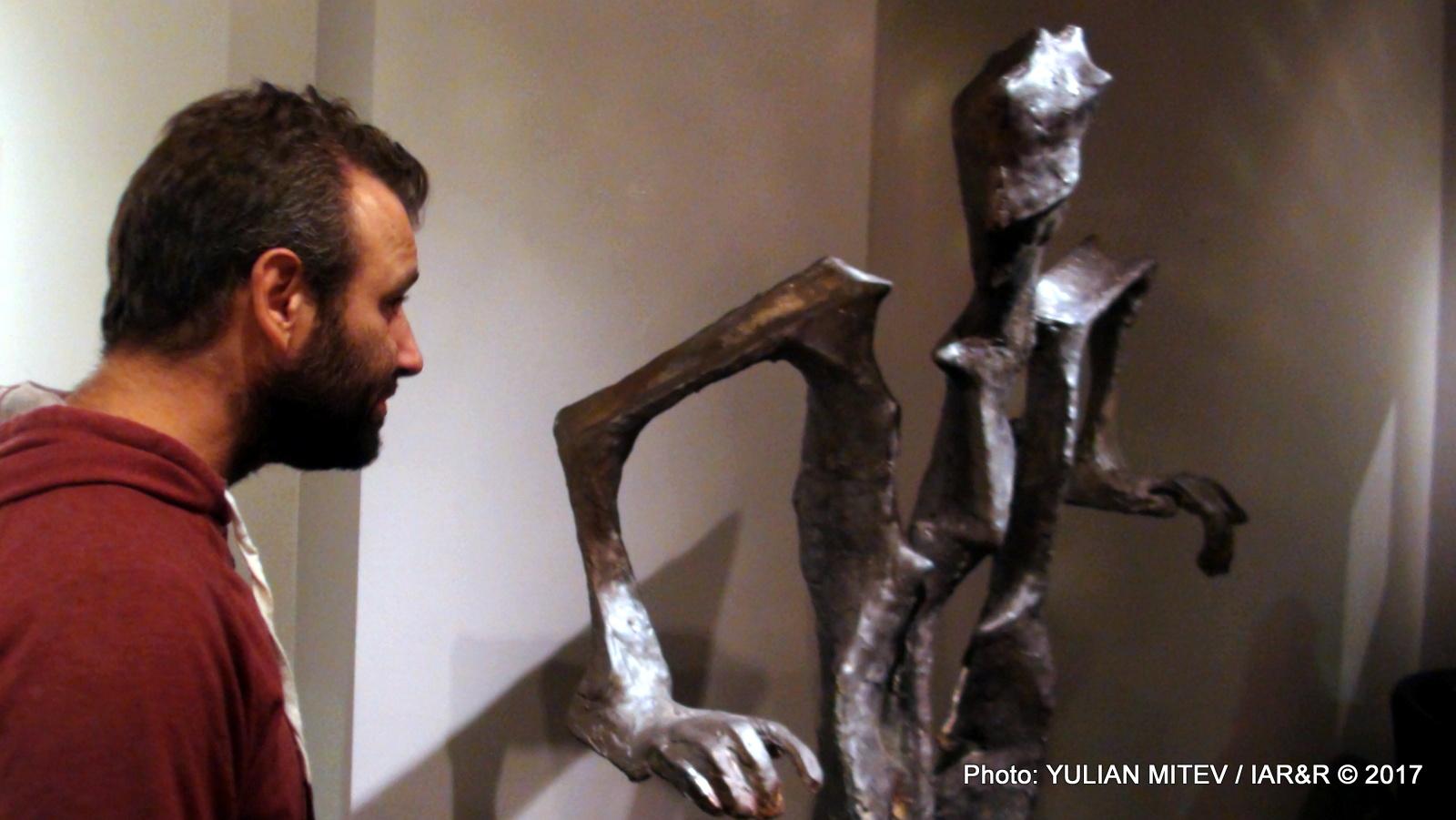 Зрителите разшифроват художествено-творческите послания на изложените експонати