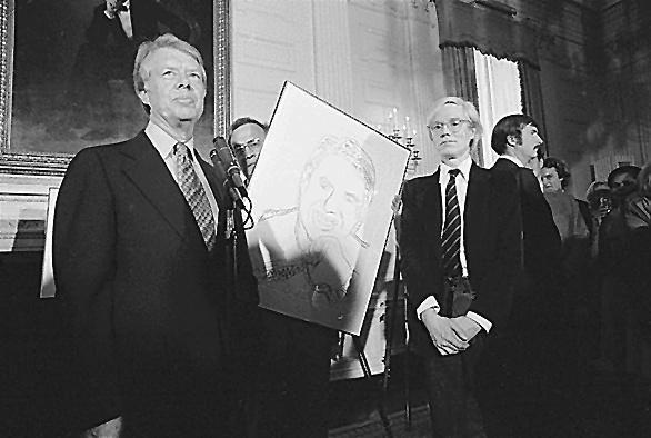Президентът на САЩ Джими Картър представя творба на художника
