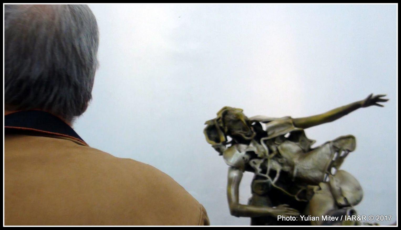 Зрителите винаги са омаяни от майсторството на скулптора Крум Дамянов