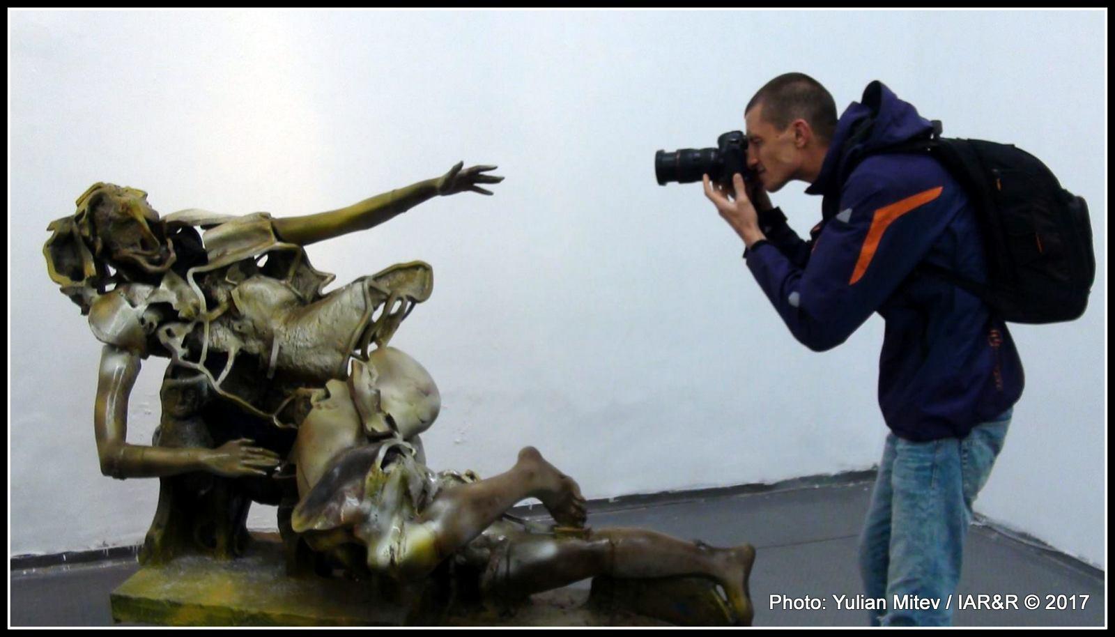 Индивидуалните скулптури и скулптурни групи привличат вниманието и на столичните фотографи