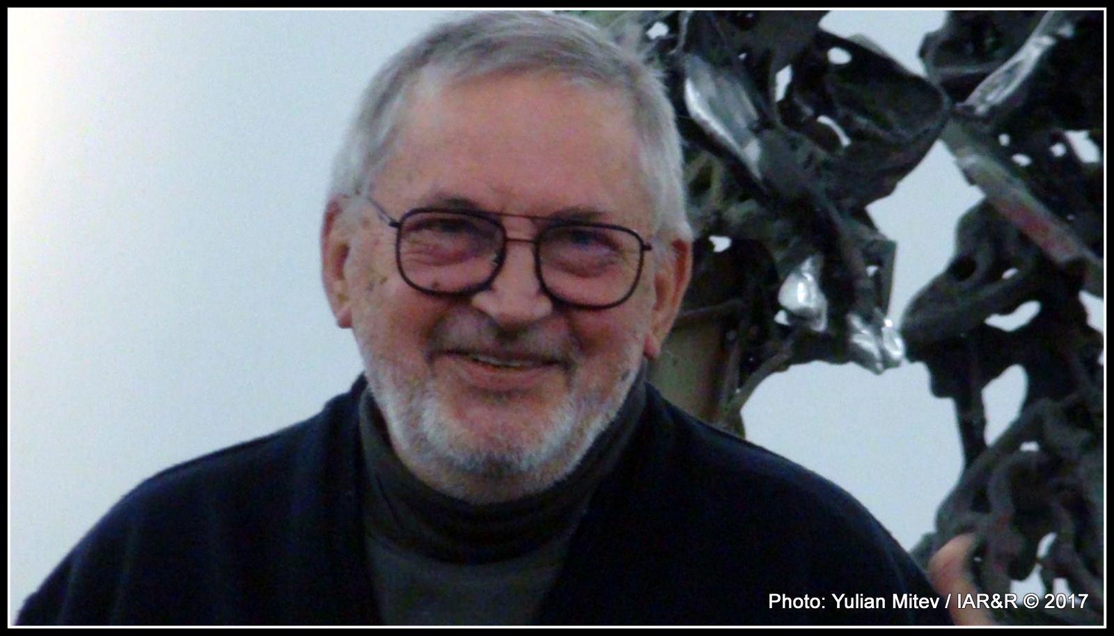 Извънстудиен портрет на скулптора Крум Дамянов, направен по време на откриване на неговата юбилейна изложба