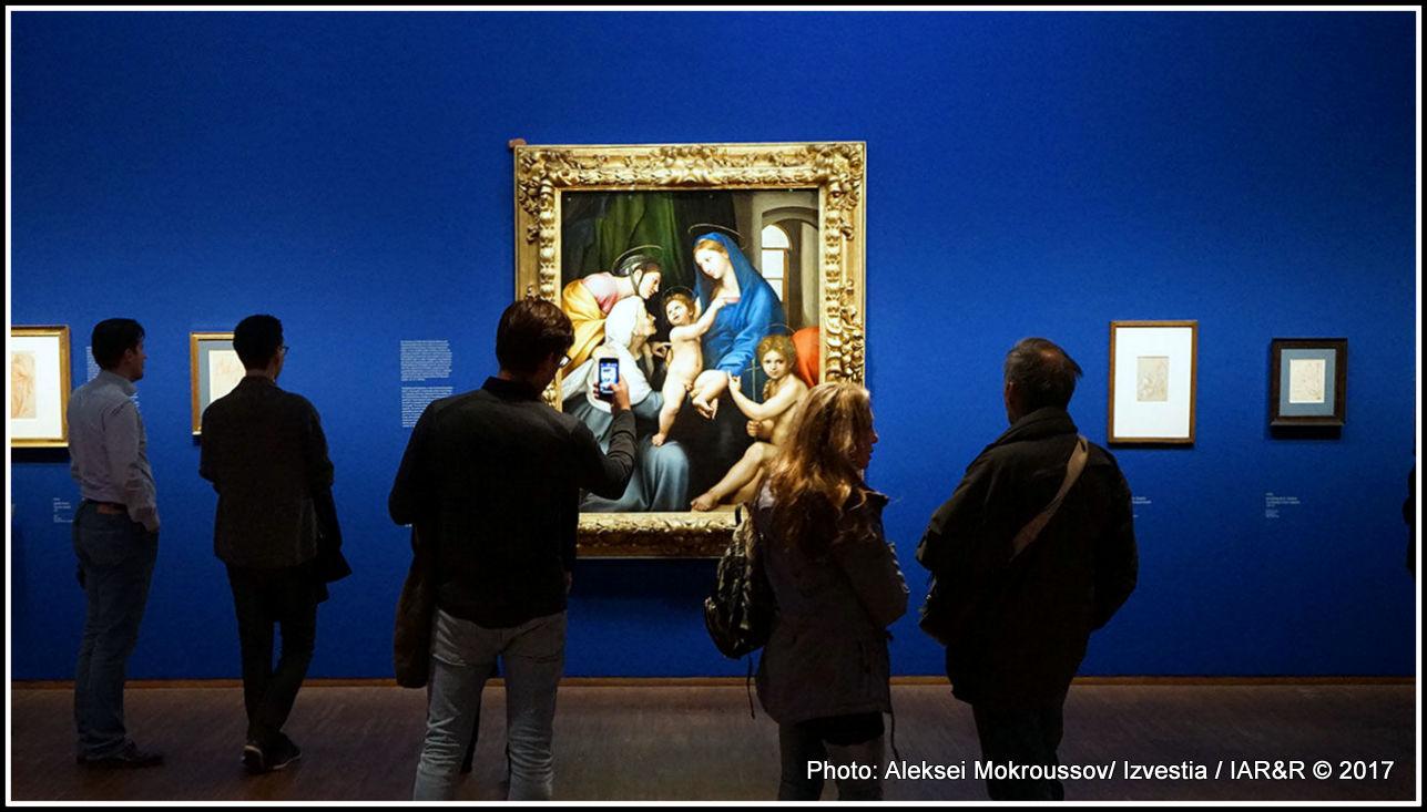 Човечността – това е най-поразителната черта, с която изкуствоведите определят основното в творчеството на Рафаел. На тази изложба освен самите платна могат да се видят и негови превъзходни рисунки