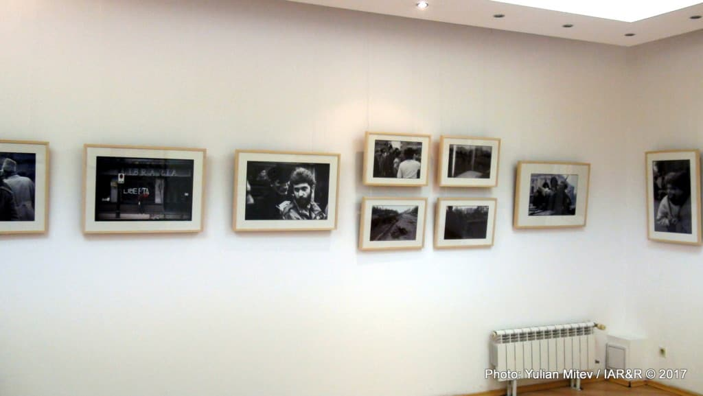 """Интериор от изложбата на Зафер Галибов """"Фрагменти от една революция"""""""