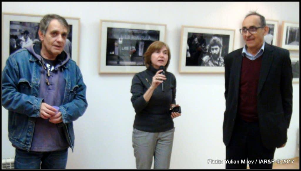 От ляво на дясно: Владо Береану, Олимпия Николова (куратор на изложбата), Зафер Галибов